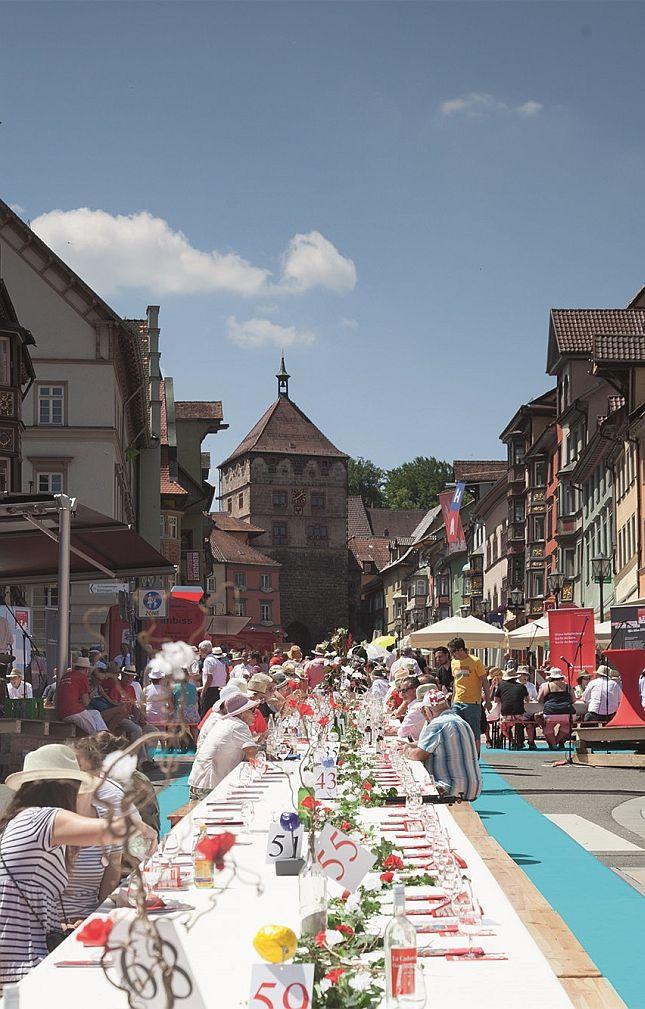 Ähnlich wie beim Schweizjahr 2013 gibt es diesmal eine Turmtafel mitten in der Stadt (Archivfoto/Fotomontage: trend factory)