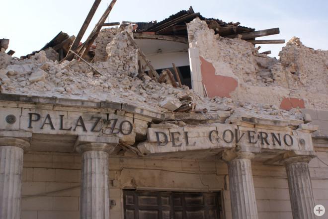 Nach dem Erdbeben am 6. April 2009 lagen weite Teile der Rottweiler Partnerstadt L´Aquila in Trümmern. Das Bild zeigt die zerstörte Präfektur der Provinz L'Aquila (Archivfoto: Stadt Rottweil).