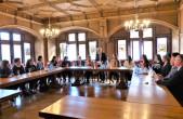 OB-Stellvertreter Arved Sassnick hat Schülerinnen und Schüler aus Budapest im Alten Rathaus empfangen (Foto: Stadt Rottweil).