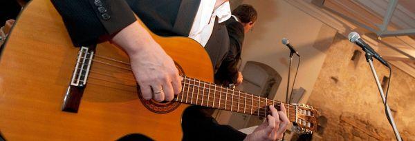 Kleinkunst im Kapuziner: Gitarrenspieler