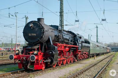 Dampfzug der EFZ in Stuttgart Hbf am 09.04.2011