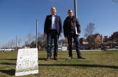 Rottweil setzt seine Aktionen gegen das Insektensterben und für mehr Biodiversität im Stadtgebiet fort. Bürgermeister Dr. Christian Ruf (links) und Stephan Frei (rechts). (Foto: Stadt Rottweil).