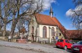 Die Lorenzkapelle liegt malerisch am Rande der historischen Innenstadt (foto: hak design studio).