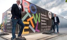 """""""Rottweil gemeinsam weiter denken"""": Oberbürgermeister Ralf Broß (links) und Bürgermeister Dr. Christian Ruf (rechts) laden die Bürgerinnen und Bürger zu einem kreativen Workshop in die Stadthalle ein (Foto: Stadt Rottweil)."""