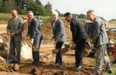 Spatenstich am 05.09.2002 mit Bürgermeister Emil Maser (zweiter von links) und Oberbürgermeister Thomas Engeser (zweiter von rechts).
