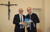 Stadtschreiber Alex Burkhard hat sein Amt offiziell angetreten und wurde im Konvikt von OB Ralf Broß, Konviktsdirketor Martin Frank sowie seinem Vorgänger Thomas Perle herzlich begrüßt (Fotos: Stadt Rottweil).