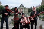 Die Berliner Band KlezBanda spielt im Alten Gymnasium. (Foto: Band)