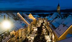 Über 40 Hütten laden in der Rottweiler Fußgängerzone zum Bummeln, Schauen und Staunen ein. Foto: Hak Design