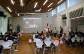Der Fußball-Integrationstag fand dieses Jahr unter Corona-Bedingungen statt. DFB A-Lizenz-Trainer und Organisator Jochen Bauer war per Video zugeschaltet, die Kinder wurden in drei Gruppen unterteilt und trugen Masken (Foto: Stadt Rottweil).