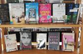 """Zu den vielen digitalen Diensten gibt es in der Stadtbücherei aber auch weiterhin regelmäßig die besten Buchneuerscheinungen mit """"click & meet"""" (Foto: Stadtbücherei Rottweil)."""