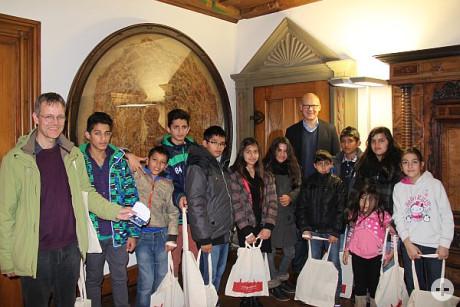 Flüchtlingskinder bei OB Ralf Broß