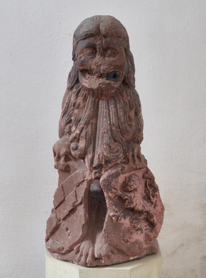 Diese Löwenfigur mit dem Wappen der Reichsabtei Rottenmünster zierte einst den Rebstockbrunnen, der am südlichen Ende der Suppengasse zu finden ist. Heute kann man die Figur in der Lorenzkapelle besichtigen (foto: hak design studio).