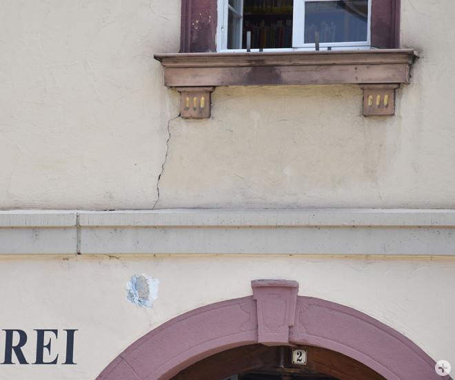 Neben dem Dach weist auch die Fassade massive Schäden auf (Foto: Stadt Rottweil).