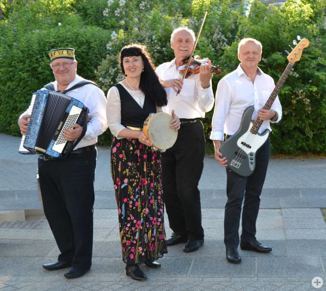 Jossif Gofenberg, Anna Metaxa, Stanislav Tim und Eduard Scharlak (von links) bilden die 2015 gegründete Band KlezBanda (Foto: Band).