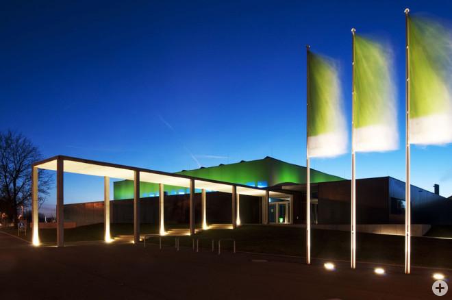 Die Rottweiler Stadthalle am Abend (Foto: Bernd Müller)
