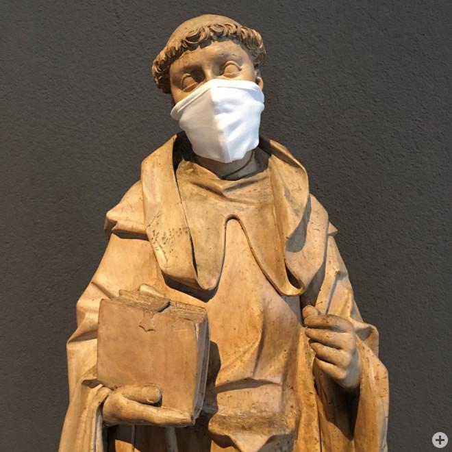 Dominikanermuseum und Lorenzkapelle haben am Internationalen Museumstag geöffnet und freuen sich auf Besucher. Die ausgestellten Figuren aus der Sammlung Dursch und der Lorenzkapelle haben sich freilich nur für den Fotografen mit einem Mund-Nasen-Schutz g