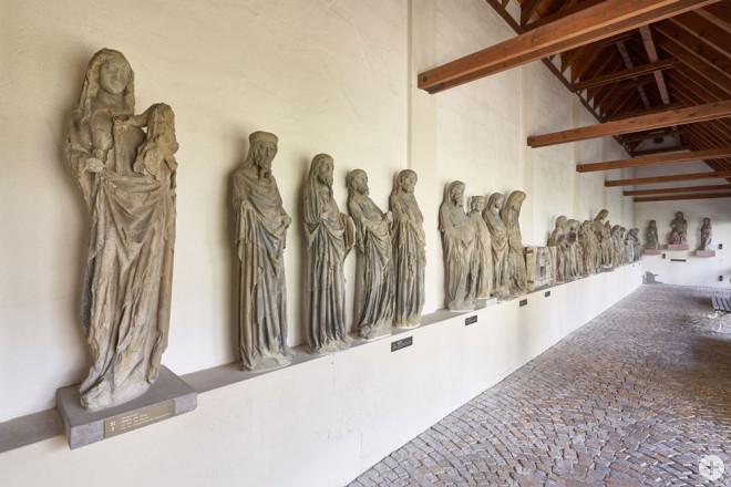 Diese Originalfiguren vom Rottweiler Kapellenturm in der Sammlung der Lorenzkapelle zeugen von der Steinmetzkunst des Mittelalters (Foto: hak design studio).