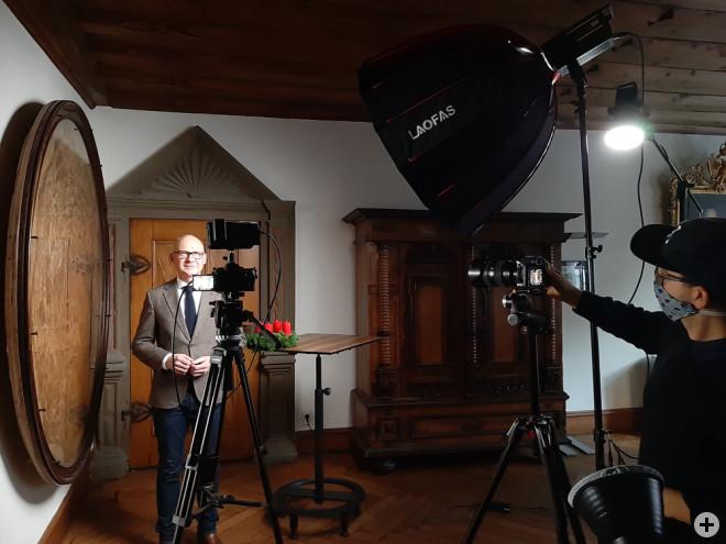 """OB Ralf Broß wendet sich in einer weiteren Corona-Videobotschaft an die Bürgerinnen und Bürger. Dabei stellt er auch den virtuellen Adventskalender und die Aktion """"Weihnachten in Rottweil"""" vor (Foto: Stadt Rottweil)."""