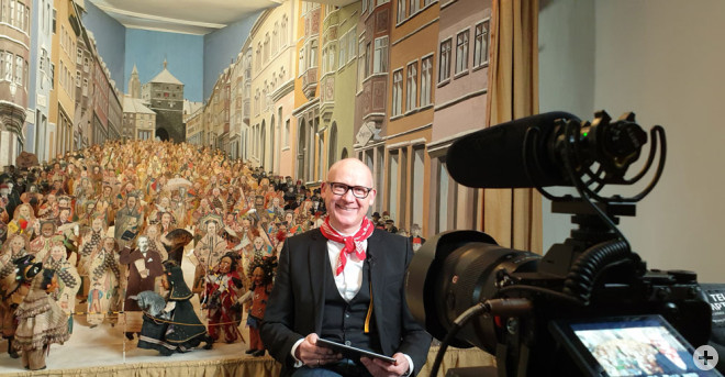 OB Ralf Broß hat eine Botschaft an alle Narren und Fasnetsfreunde aufgezeichnet. Die Dreharbeiten fanden am Schmotzigen im Stadtmuseum statt (Foto: Stadt Rottweil).