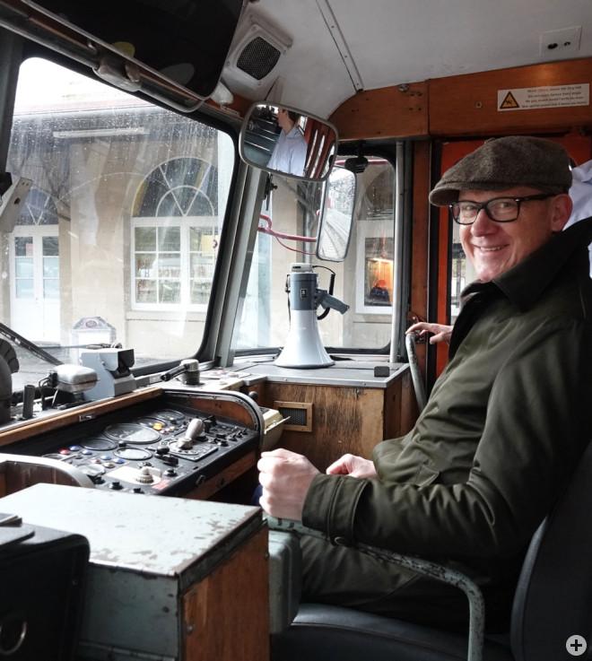 Rottweils OB Ralf Broß setzt sich für die Reaktivierung der Bahnstrecke nach Balingen ein. Das Archiv-Bild entstand bei einem Vor-Ort-Termin zur Landesgartenschau im historischen Schienenbus der Eisenbahnfreunde Zollernbahn im Rottweiler Bahnhof