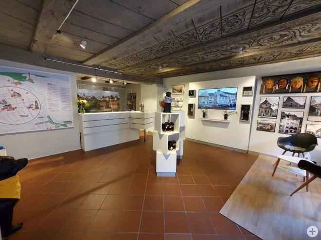 Die im letzten Jahr neugestaltete Tourist-Information in der Hauptstraße darf wieder Besucher empfangen (Foto: Stadt Rottweil).
