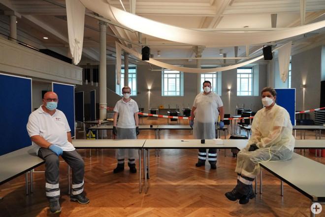 """Vier Monate lang leisteten ehrenamtliche Helferinnen und Helfer des Deutschen Roten Kreuzes im """"Kapuziner"""" einen wichtigen Beitrag zur Bekämpfung der Corona-Pandemie und führten in wechselnden Schichten über 2000 Schnelltests durch. Das Bild zeigt das Tea"""